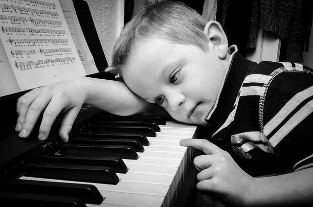 Play piano with ease